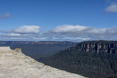lincoln's rock (Greg Rohan) Tags: blue clouds sky bush rock lincoln'srock landscape green mountain mountains bluemountains australia d7200 2017 nikon nikkor forest canyon tree trees nsw