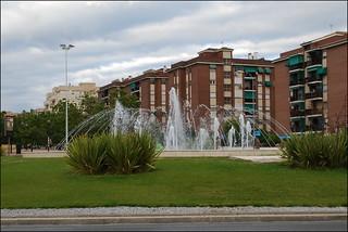 Fuente en rotonda (Granada, Andalucía, España, 9-6-2013)