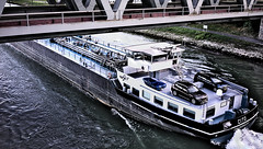 Tankschiff unter der Rheinbrücke Wörth-Karlsruhe (MHikeBike) Tags: rhein oberrhein germesheim flus wasser schiffe abend blau gelb grün rheinlandpfalz badenwürttemberg himmel brücke bridge schiff