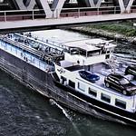 Tankschiff unter der Rheinbrücke Wörth-Karlsruhe thumbnail