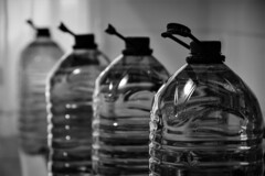 Garrafas (Jose Rahona) Tags: garrafa carafe carafes agua water botella botellas bottle blancoynegro blackandwhite bw byn monochrome