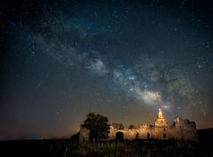 Saelices-VL (invesado) Tags: d750 night milky way sky castle blue warm ruinas fotografia nocturna estrellas