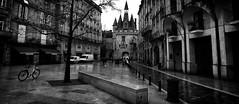 Bordeaux, rainy day (4) (Salva Pagès) Tags: blancoynegro blancinegre blackandwhite blancetnoir monochrome monocromo bordeaux aquitaine carrer street calle streetphotography pluja rain lluvia france frança francia oldtown