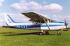 PH-CVT Cessna 172P - Vliegclub Teuge @ Teuge 23-Mar-1991 by Johan Hetebrij (Balloony Dutchman) Tags: phcvt cessna 172p vliegclub teuge 1991 old colours c172 172 aircraft ehte