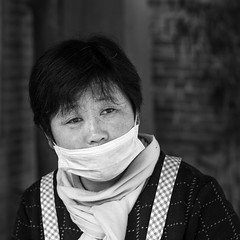 The mask (Go-tea 郭天) Tags: qingdaoshi shandongsheng chine cn qingdao huangdao portrait candid lady woman work working cook cooking mask old eyes wrinkles canon eos 100d 50mm prime street urban city outside outdoor people bw bnw black white blackwhite blackandwhite monochrome naturallight natural light asia asian china chinese shandong cangmashan cover covered protection protected protect