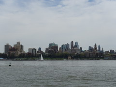 201805016 New York City Brooklyn (taigatrommelchen) Tags: 20180518 usa ny newyork newyorkcity nyc brooklyn river eastriver icon city skyline boat onboard
