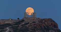 full moon rising at temple Poseidon (alexandros9) Tags: union temple attica greece full moon rising 29 may 2018