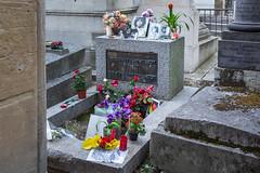 Jim Morrison's grave. (Oleg.A) Tags: îledefrance france jimmorrison grave paris pèrelachaisecemetery сemetery cimetière cimetièredupèrelachaise tomb fr