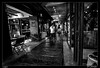 En pareja (Montse Estaca) Tags: chile santiago santiagodechile avenidadeitalia tiendas shops negozi sillas sedie chairs tables mesas tavole pareja couple coppia mujer hombre man woman donna uomo shopwindow vidrio hormigón concrete glass zapato scarpa shoe bw bn bianco black blanco negro nero white streetphotography fotografíaurbana urbanlandscape urbanphotography paisajeurbano