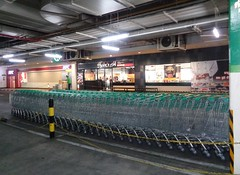 wheels that go straight (the foreign photographer - ฝรั่งถ่) Tags: supermarket shopping carets new tesco lotus parking lot bangkhen bangkok thailand sony