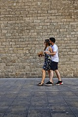 Photocall (Wizard7oz) Tags: barcelona candid city life light nikon d90 people street streetlife streetphoto urban colors white summer architecture woman man stone wall walk