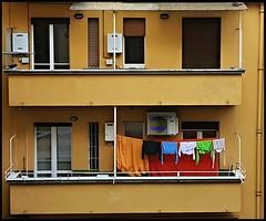 United colors... (Aellevì) Tags: bucato pannistesi colori appesi balcone piani