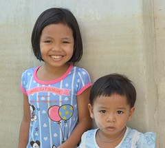 sisters (the foreign photographer - ฝรั่งถ่) Tags: sisters children khlong thanon bangkhen bangkok thailand nikon d3200 two