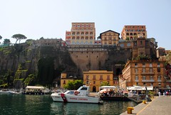 Excelsior Vittoria over the harbour (zawtowers) Tags: sorrento campania italy italia bayofnaples seaside town resort sorrentine peninsula wednesday 30 may 2018 warm dry sunny blue skies sunshine hot holiday vacation break summer grand hotel excelsior vittoria view down balcony harbour room looking up