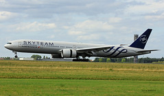 Boeing B777-300 ~ F-GZNN  Air France / Skyteam (Aero.passion DBC-1) Tags: dbc1 david biscove aeropassion avion aircraft aviation airport aeroport spotting cdg 2017 roissy boeing b777 ~ fgznn air france skyteam