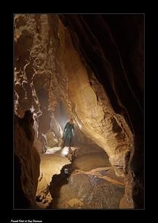 Guy le long de la rivière souterraine de la Grotte du Sachon - Guyans - Durnes
