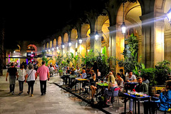 Plaça Reial a la nit (Fnikos) Tags: street plaça plaza plazareal plaçareial square door city building night nightview column architecture buildingcomplex wall café bar restaurant shop store ambient ambiente plant nature people outdoor