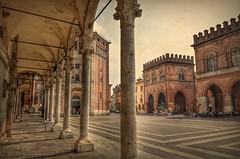Cremona - Italia (Aránzazu Vel) Tags: cremona stradivari italia city citta ciudad urban architecture textura texture