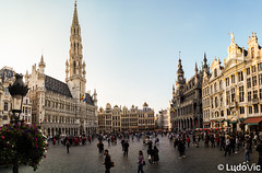 c'était au temps où bruxelles brussellait (Lцdо\/іс) Tags: bruxelles bruxelloise brussels belgique belgium belgie beauty grand place travel vacance vacation citytrip city grote markt panorama panoramique panoramic town historic historique lцdоіс street life