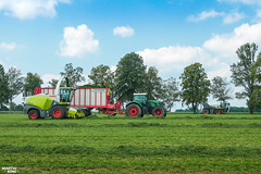 Grass Silage and Slurry Injection | CLAAS // FENDT // PÖTTINGER // SGT // BOMECH (martin_king.photo) Tags: springwork springwork2018 silage silage2018 inaction action first today outdoor claasworldwide machine sky martin king photo agriculture machinery machines tschechische republik powerfull power dynastyphotography lukaskralphotocz agricultural great day czechrepublic fans work place tschechischerepublik martinkingphoto welovefarming working modern landwirtschaft colorful colors blue photogoraphy photographer canon tractor love farming daily onwheels farm skyline claasfans worker claasjaguar header claaspickup field green red wide huge strong new digital eos colours flickr contrast fendt pöttinger bomech sgtgulletechnik gulle slurry bomechgreenstar