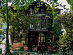 Eski Ev (Old House) (Basri Koçyiğit) Tags: ev house kuzkuncuk üsküdar istanbul turkey türkiye olympus em5markii m17mmf18