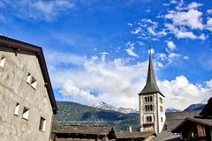 Brig-Glis - Pfarrkirche Mariä Himmelfahrt (www.nbfotos.de) Tags: brig glis mariähimmelfahrt pfarrkirche kirche church wallis alpen mountain gebirge wolken clouds himmel sky schweiz switzerland