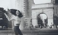 Linh Da (lephinkel) Tags: ⍺7rii distagon1435 distagon3514zm zm washingtonsquarepark newyork nyc manhattan people