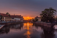 A magical sunset (Vagelis Pikoulas) Tags: sun sunset sky river reflection wroclaw poland europe tokina 1628mm canon 6d travel holidays water may spring 2018 landscape city cityscape urban