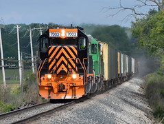 Dust in the wind (Robby Gragg) Tags: we wle sd402 7003 lodi