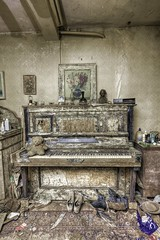 The piano (notanaddict321) Tags: piano klavier music musik abandoned abadonedplaces abandonné urbex urbanexploration urban leerstehend lostplace lost haus hdr verlassen verfall decay destroyed désaffecté mold schimmel