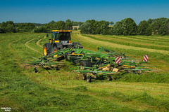 Swathing Grass | JCB // KRONE (martin_king.photo) Tags: springwork springwork2018 silage silage2018 jcb jcbfastrac krone kroneswadro swather inaction action first today outdoor machine sky martin king photo agriculture machinery machines tschechische republik powerfull power dynastyphotography lukaskralphotocz agricultural great day czechrepublic fans work place tschechischerepublik martinkingphoto welovefarming working modern landwirtschaft colorful colors blue photogoraphy photographer canon tractor love farming daily onwheels farm skyline allclaaseverything claasfans worker field green red clouds blusesky new cloudy grass rake hayrake bokeh