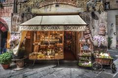 Antica bottega toscana (Aránzazu Vel) Tags: toscana italia arezzo anticabottega citta shop tienda ciudad urban city