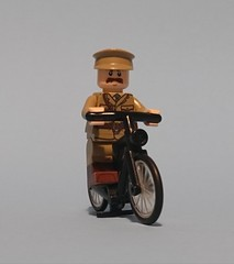 That chap from Brigade. (KPFR5Q2XZXQW774THJOIGWTBCI) Tags: lego ww1 greatwar worldwar officer tommy khaki soldier brigade captain major bicycle