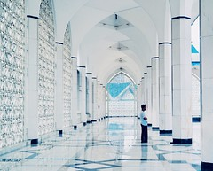 The Blue Mosque (aschwarz12@t-online.de) Tags: asia city urban beauty exotic white mosque moschee reflection travle negara kualalumpur malaysia