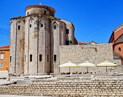 Zadar: Another view of the Church of St. Donatus (ARKNTINA) Tags: zadar zadarcroatia dalmatia europe croatia hr18 eur18 random6 city building architecture fortifiedcity churchofstdonatus church
