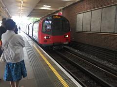 Arriving at East Finchley (afagen) Tags: london england uk unitedkingdom greatbritain londonunderground underground tube thetube subway transit train eastfinchley finchley