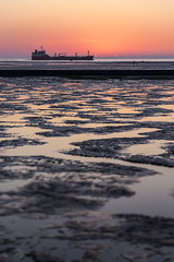Lower Saxon Wadden Sea National Park | North Sea | Germany (*Photofreaks*) Tags: adengs wwwphotofreakseu nordsee northsea germany deutschland niedersachsen lowersaxony ship boat vessel schiff boot dawn sunrise sonnenaufgang morgendämmerung elbe river lowersaxonwaddenseanationalpark nationalparkniedersächsischeswattenmeer ebbe flut gezeiten tides high low