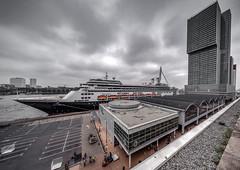 Rotterdam in front of The Rotterdam in Rotterdam (Jan Hoogendoorn) Tags: nederland netherlands rotterdam harbour haven cruise cruiseschip cruiseship cruiseterminal derotterdam stad city laspalmas dakendagen2018 inception