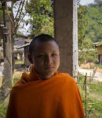 El inicio de una etapa. (Ál Men-chez) Tags: tailandia monje joven rural aldea retrato