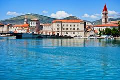 Trogir: the Island Side (ARKNTINA) Tags: trogir trogircroatia dalmatia europe croatia hr18 eur18 random6 town medievaltown walledtown sea adriatic adriaticsea mediterranean mediterraneansea dalmatiancoast waterfront architecture bridge building
