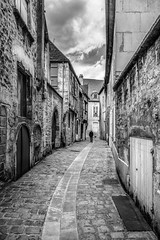 Ruelle Avallon (JG Photographies) Tags: france europe french avallon ruelle noiretblanc jgphotographies canon7dmarkii yonne bourgogne bourgognefranchecomté