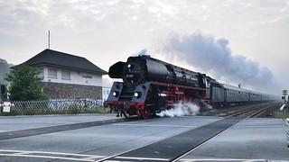 01 519 mit Sonderzug in Langschede bei Fröndenberg