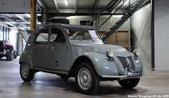 Citroën 2CV 4X4 Sahara 1963 (XBXG) Tags: 842ln42 citroën 2cv 4x4 sahara 1963 4wd bimotor bimoteur 556 vert embrun citroënforum cifo forummeeting 2018 meeting eendengarage sander aalderink stofkuipstraat wormer nederland netherlands holland paysbas vintage old classic french car auto automobile voiture ancienne française vehicle indoor