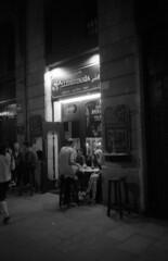minolta_freedom_ilford_pan_400_xtol_barcelona_104 (AVITAL - www.filmcamerasn.pictures) Tags: minoltafreedom minolta barcelona streetphotograohy blackwhite xtol ilford film filmphotography