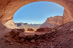 False Kiva, Canyonlands National Park, Utah (W_von_S) Tags: falsekiva canyonlandsnationalpark utah moab southwest südwesten usa us vereinigtestaaten unitedstates america amerika landschaft landscape panorama paysage paesaggio rocks felsen redrocks rotefelsen rot red indian archäologisch archeological alcove canyons candlestick silence peaceful ruhig friedlich magisch magical atmosphere atmosphäre natur nature wvons werner sony sonyilce7rm2 outdoor sky himmel blue blau