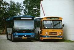 Oostnet 1372 en 3853 bij de bus garage in Bemmel September 1998 (marcelwijers) Tags: daf trolleybus oostnet 7 ex gva gemeente vervoerbedrijf arnhem bemmel bus garage september 1998 gsm den oudsten dkdl 600 volvo