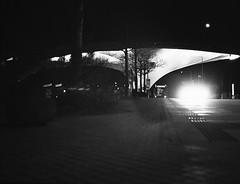 Klinikum (Christian Güttner) Tags: rollfilm rollei rolleiretro400s svartvitt schwarzweis schwarzweisfotografie sw niemcy nrw nacht analog analogue czarnobiale monochrome mediumformat mittelformat moerschecodeveloper europa etrs 120 6x45 tyskland zenzabronica umwelt outdoor deutschland film germany blackandwhite bw