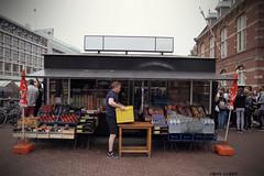 La gagette jaune (B N C T O N Y) Tags: amsterdam hollande holland nl street art life portrait