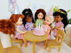 Kelly and friends (alenamorimo) Tags: barbie barbiecollector kellydoll dolls