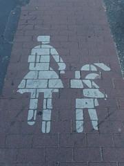 beim puzzlen nicht aufgepasst (mkorsakov) Tags: münster city innenstadt bürgersteig sidewalk piktogramm pictogram beinahe almost wtf rot red weiss white